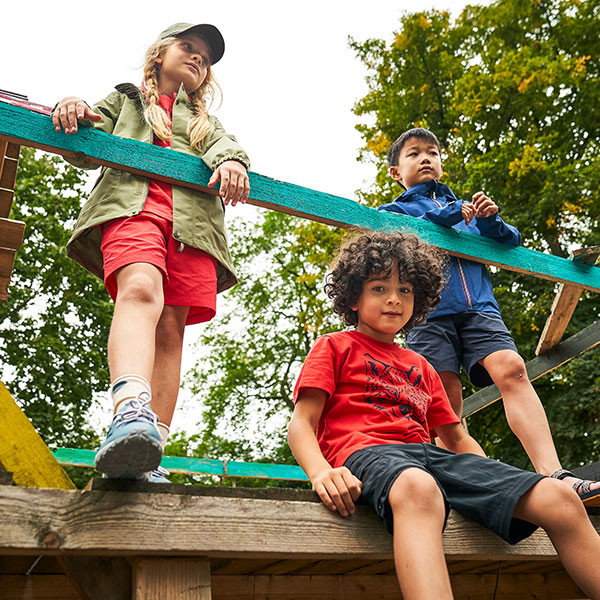 Kids are inquisitive explorers: outdoors in nature is the place to best learn how to get to grips with the world!